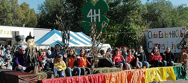 The Clinton Eagles 4-H group finished runner-up in the float competition at Saturday's Maple Leaf Festival parade. The Baldwin Junior High School cheerleaders won first.