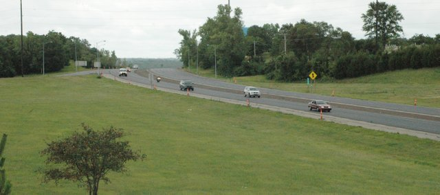 Motorists planning a road trip this summer can check their route for traffic, construction or accidents with free tools offered by the Kansas Department of Transportation.