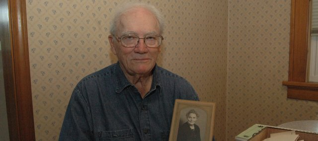 Ben Myers holds a photo of his grandmother, Emma J. Morris, a descendant of Robert Morris, Ben says. His son, Gary Myers, has been doing research on the family&#39;s genealogy, but has yet to connect the dots to Robert Morris, a signer of the Declaration of Independence.