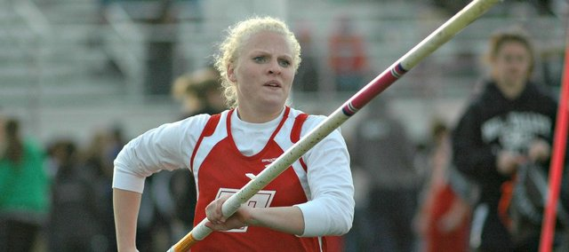 Kourtni Freemyer opened the 2014 track and field season with a pole vault title Friday in Ottawa.