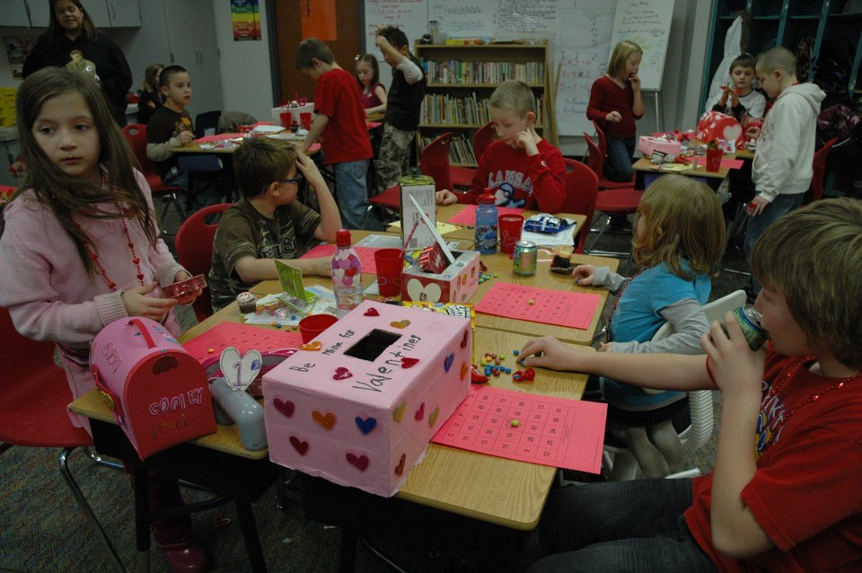 Schön Valentineu0027s Day Parties At Bonner Springs Elementary School. Photo Thumbnail