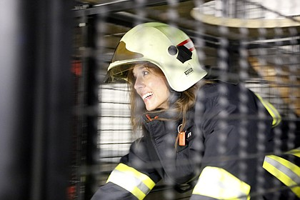 While visiting Erfurt's fire station, Mayor Michelle Distler undergoes fire training drill and simulation that all Erfurt firefighters are required to complete.