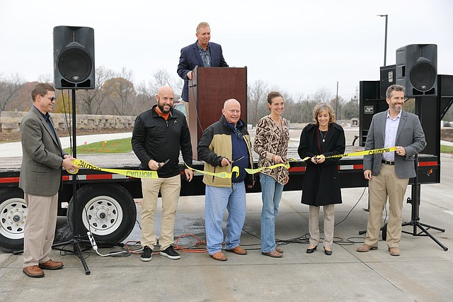 Pictured with the ribbon from left to right are consulting Project Manager Paul Parks, P.E., Councilman Jeff Vaught, Councilman Jim Neighbor, Mayor Michelle Distler, City Manager Carol Gonzales, and Greg Prieb, President of Prieb Homes, Inc. Shawnee Senior Project Manager Paul Lindstrom, P.E., is at the podium.